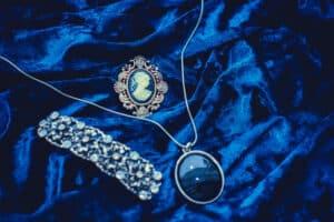 Medalion Pendand Shira Diamonds 300x200, Shira Diamonds